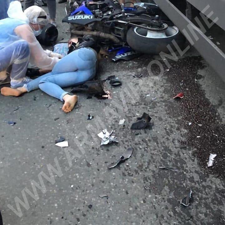 Девушка на мотоцикле врезалась в фуру Магнит. телефон +7 901 465 77 99 купить на сайте объявления Армавир онлайн