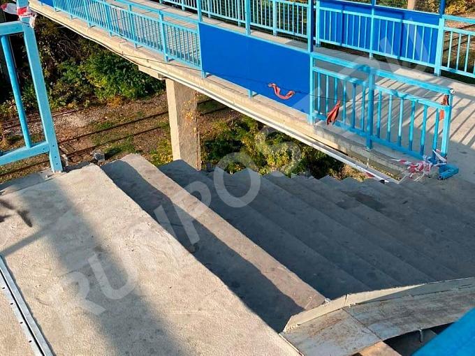 В Армавире обрушились перила моста после ремонта за 8 млн . .... телефон +7 909 000 99 88 купить на сайте объявления Армавир онлайн