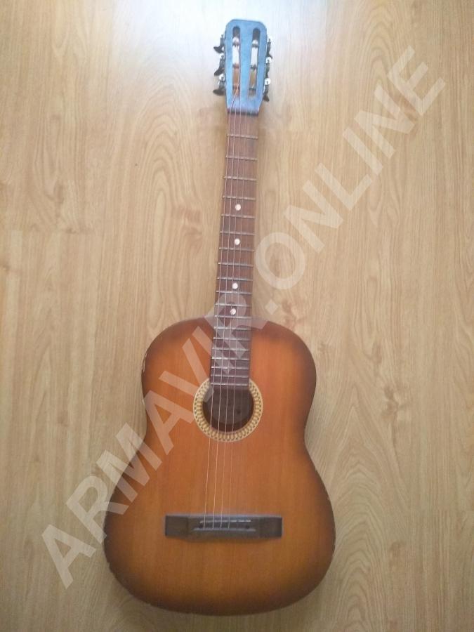 Продам гитару шестиструнную. телефон +7 918 023 33 85 купить на сайте объявления  онлайн